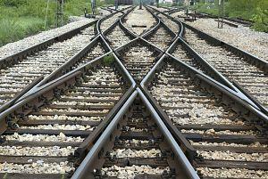 railroad-1701738_640_opt.jpg